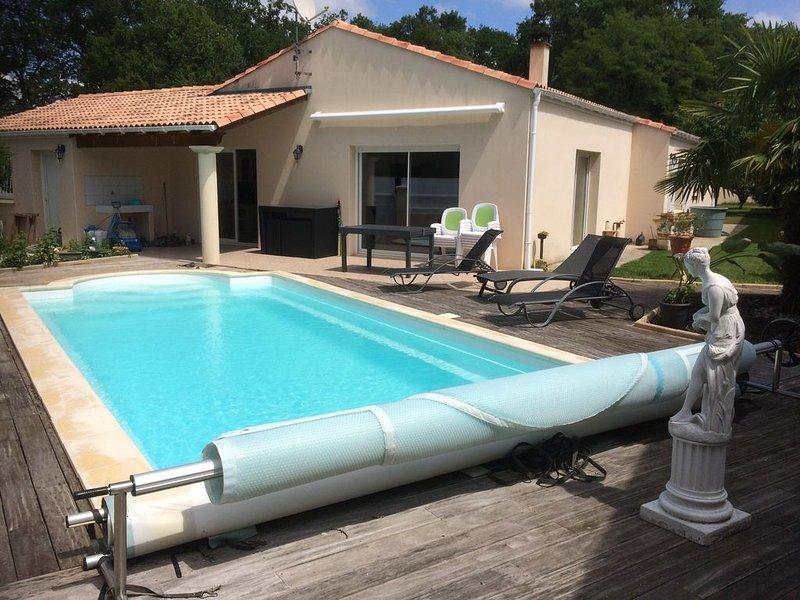 VILLA + PISCINE CHAUFFEE en CHARENTE MARITIME, holiday rental in Chaillevette