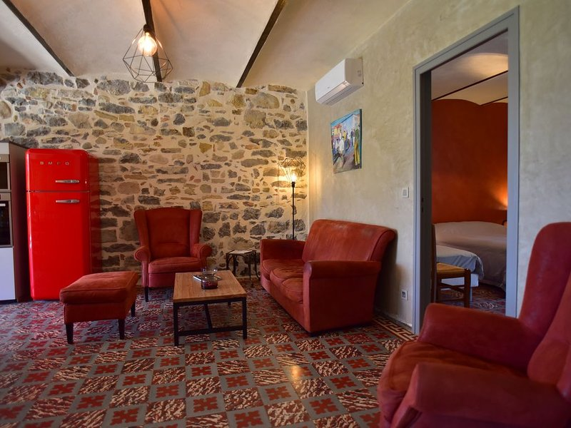 Le Mas Charlemagne Gîtes et chambres d'hôtes à Grospierres, holiday rental in Chandolas