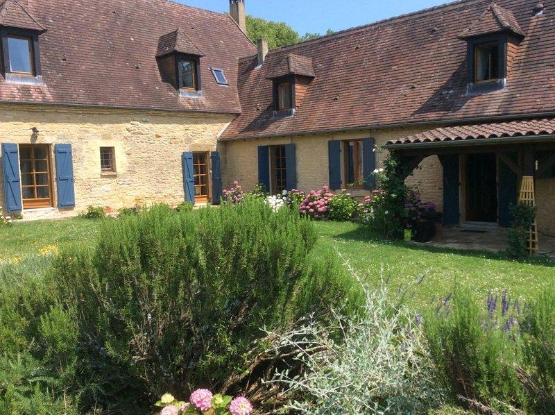 Résidence authentique périgourdine très spacieuse dans cadre vert., holiday rental in Sergeac