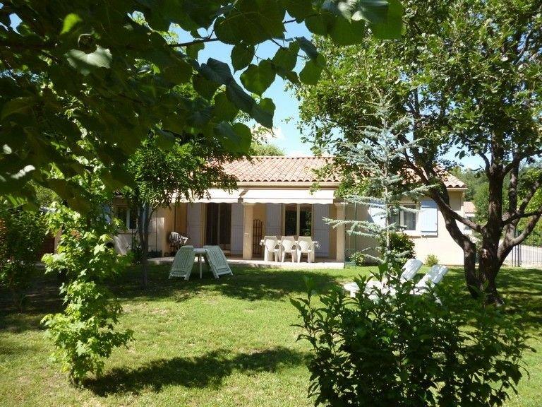 Villa de standing 3 chambres dans résidence privée, avec piscine à partager, alquiler vacacional en Montfuron