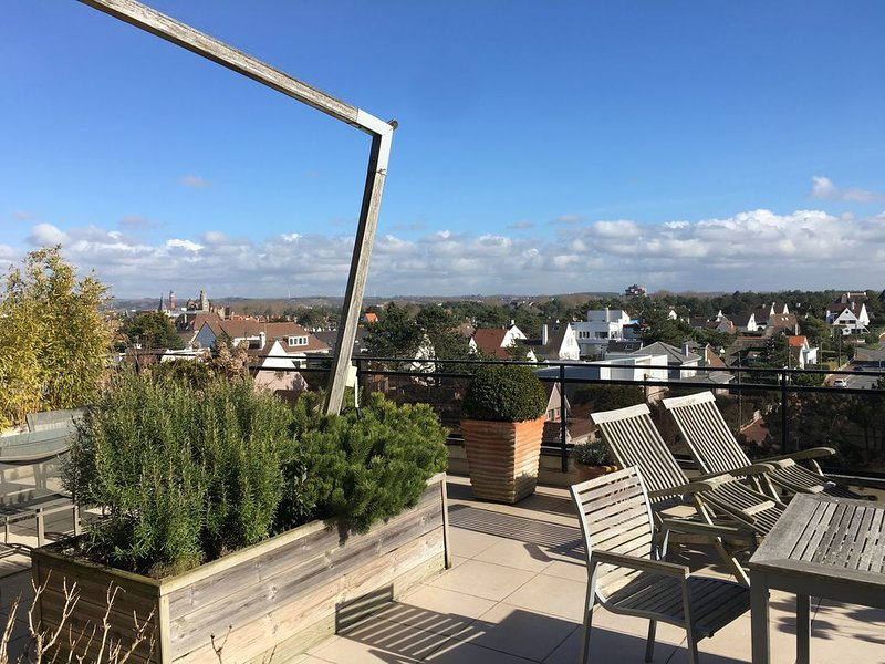 Appartement face mer traversant avec 2 terrasses vue mer, Le Touquet et dunes, holiday rental in Pas-de-Calais