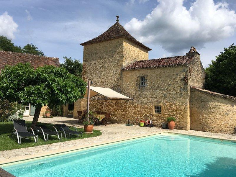 Magnifique propriété de standing avec piscine privée,  maison périgourdine, holiday rental in Pontours