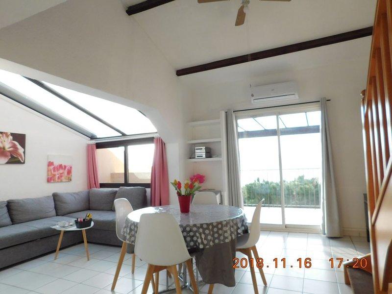 Résidence Cap Soleil, Côte d'Azur, Mer. Plage à 110 m + 2 piscines + place  jeux, vacation rental in Saint-Mandrier-sur-Mer