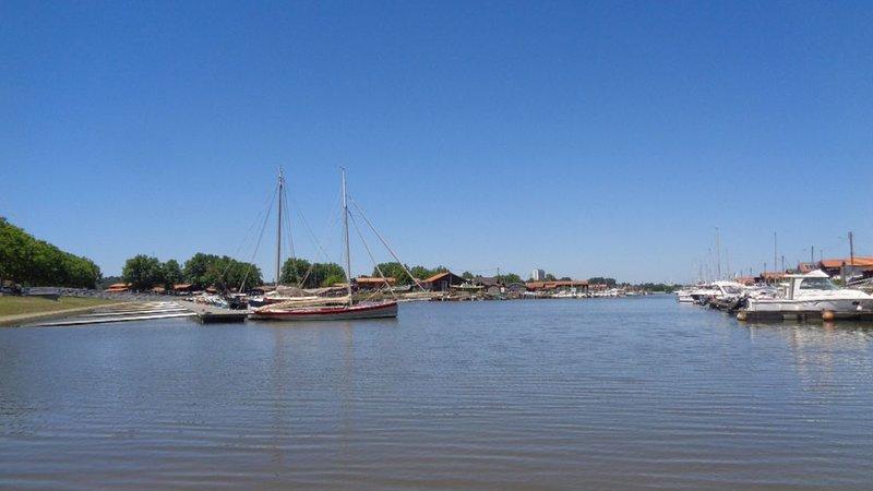 Cabane ostréicole les pieds dans l'eau Petit port Bassin d'Arcachon, location de vacances à La Teste-de-Buch