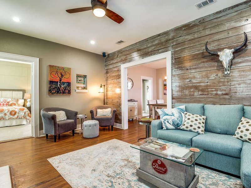 Cozy Cottage one block from Pearl Brewery, vacation rental in San Antonio