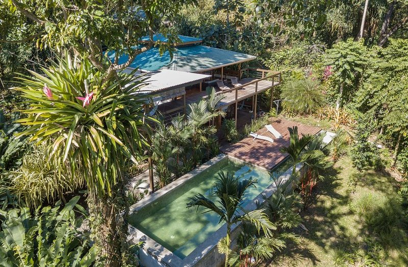 Two story canopy ocean view house with swimming pool and pool table, Ferienwohnung in Puerto Viejo