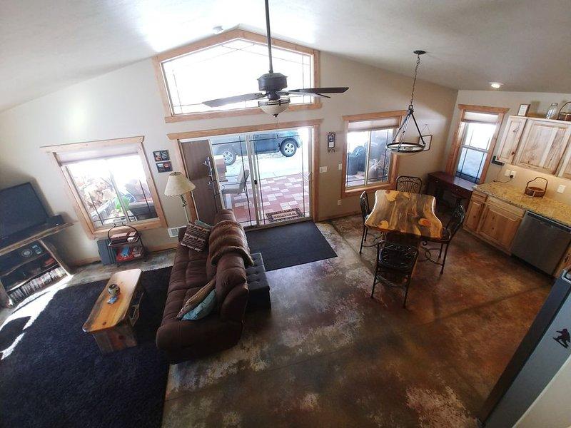 Priest Lake Reeder Bay Retreat on 3 Acres  3 Bedroom   2 Bath  Sleeps 8, alquiler de vacaciones en Luby Bay