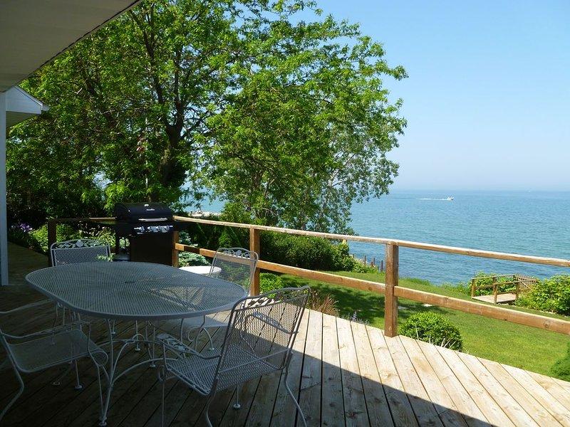 LAKEFRONT GETAWAY~ Lake Michigan Waterfront Home Close To Downtown New Buffalo!, holiday rental in New Buffalo