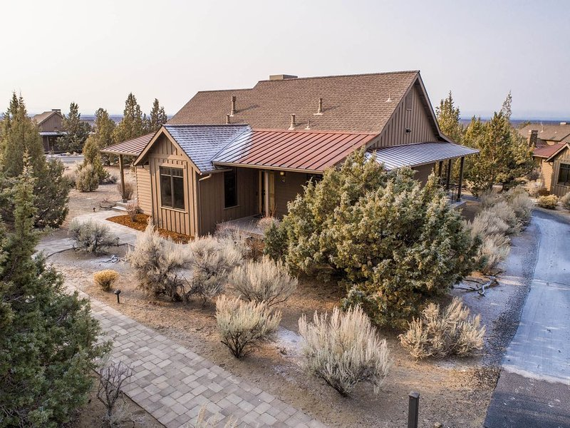 COZY Brasada Home/Cabin-Hot Tub-Family/Pets Welcome, holiday rental in Prineville