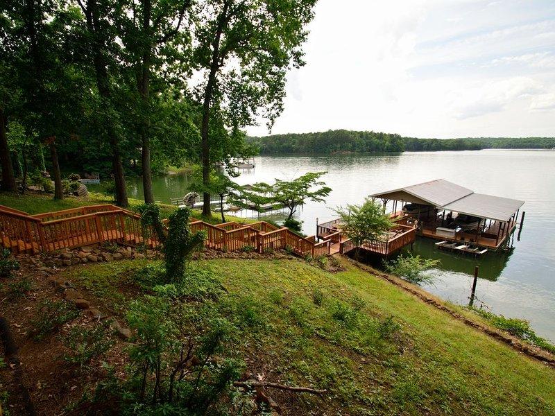 NOTHING BEATS THIS HOMES VIEW OF LAKE NORMAN!!!!!, casa vacanza a Catawba
