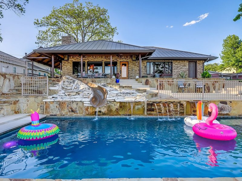AMAZING WATERFRONT HOME WITH HEATED POOL, FUN WATER-SLIDE FOR KIDS, AND MORE!, holiday rental in Kingsland