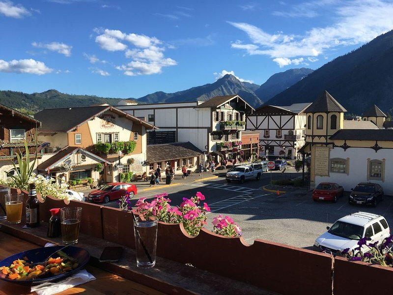 Mountain-View DT Condo: Everything You Need Right Where You Want to Be., location de vacances à Peshastin