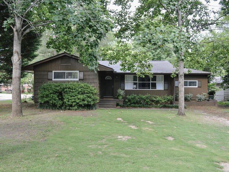 4 Bedroom Home in Downtown Auburn, aluguéis de temporada em Tuskegee