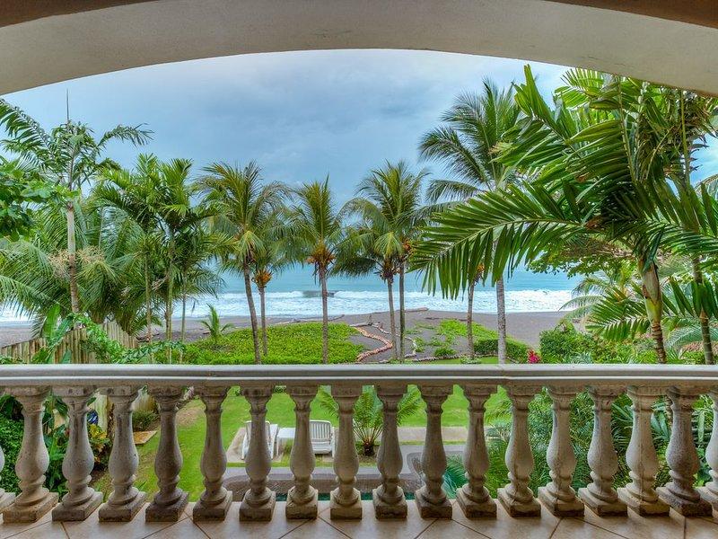 Simply Paradise..... OCEANFRONT  $185 per night....insane!, alquiler de vacaciones en Playa Hermosa