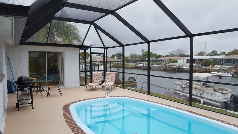 2 bedroom house located on a canal with direct gulf access, holiday rental in Hudson