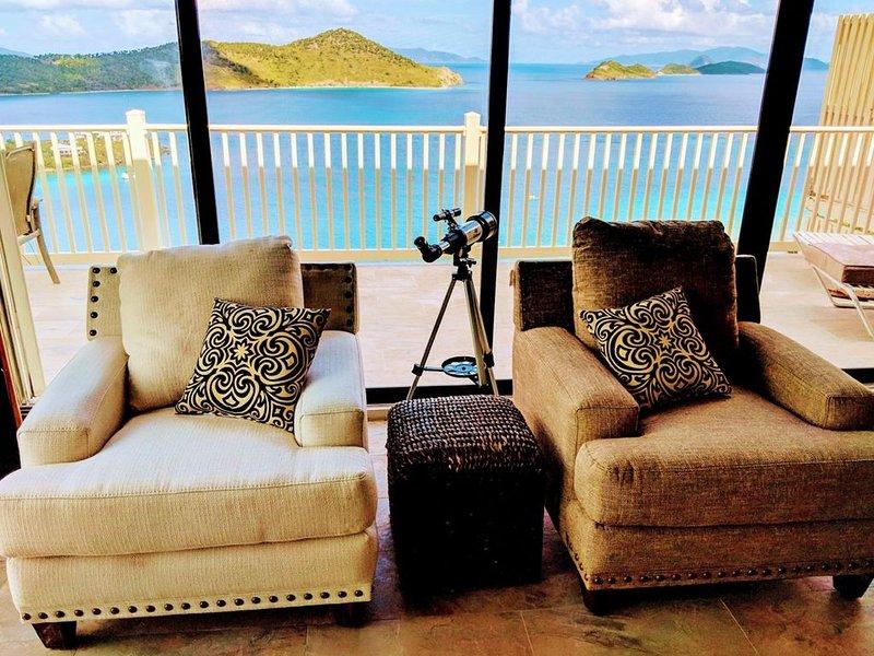 Stunning Views! Newly Remodeled 1 BR/1BA Condo w/ WrapAround Balcony! Amazing!, alquiler de vacaciones en Smith Bay