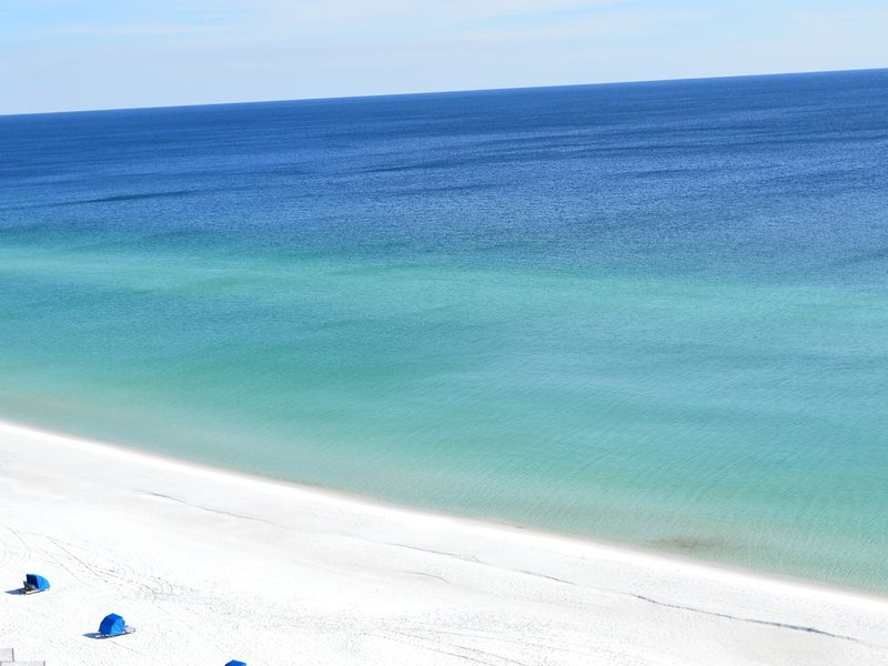 Remodeled in 2019 Beachfront⛵ ⛵Destin Towers 141��Perfect Beach Condo 2BR/2BA, aluguéis de temporada em Miramar Beach