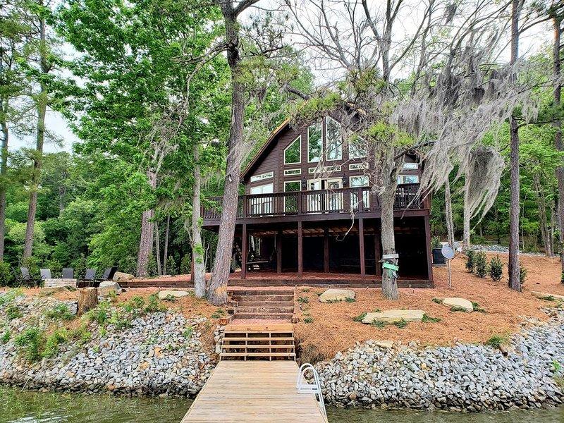 Beautiful New Lake Cabin!!, holiday rental in Elmore