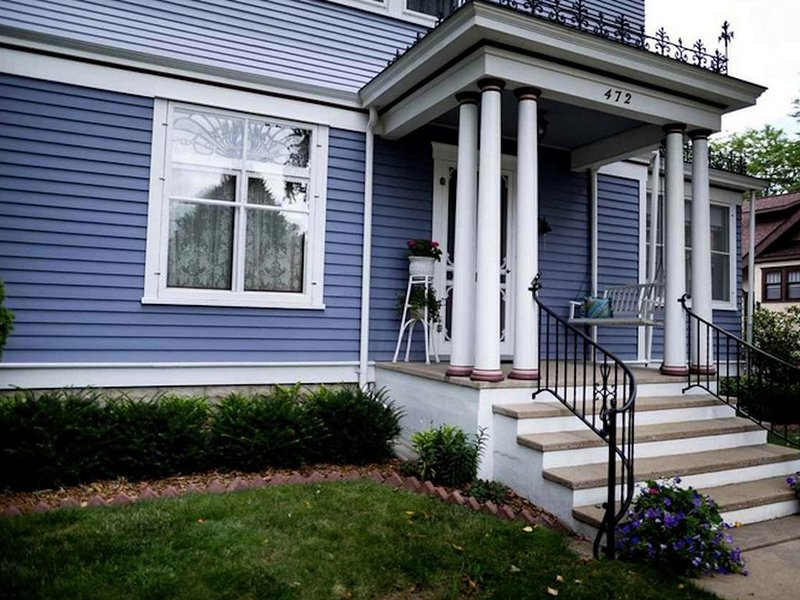 Welcome to Chez Mer Nor The Painted Lady, vacation rental in Green Lake