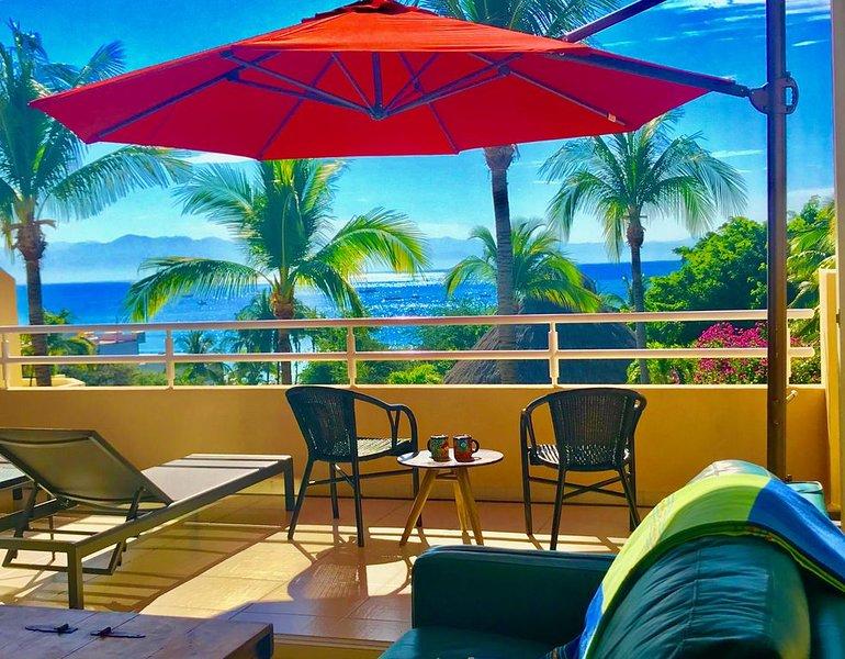 Steps to the Beach, Restaurants & Shops. Spacious Penthouse w/ Ocean View., vacation rental in Punta de Mita