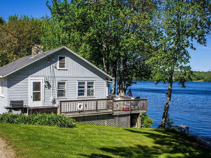 Little Gray Cottage On The Lake, location de vacances à Damariscotta
