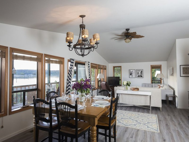 South Whidbey with water view, beach and hiking, casa vacanza a Clinton