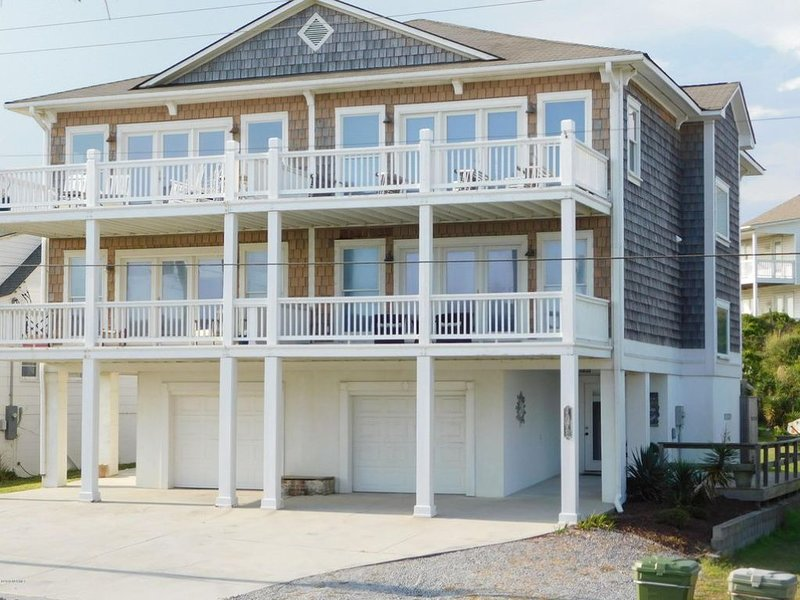 Carolina Can ~ � 3 Story Family Home � 1 row back with amazing ocean views �, holiday rental in Morehead City