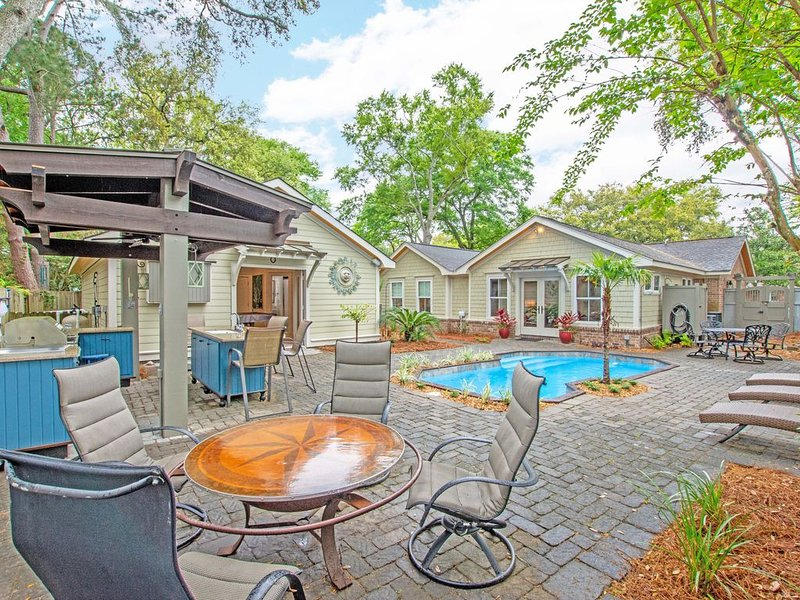 Relaxing Home with POOL! All bedrooms have private bath., vacation rental in Sullivan's Island