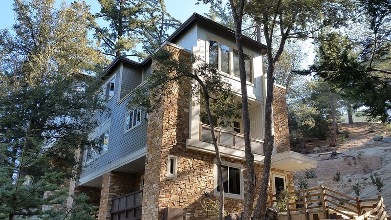 The Most Amazing Views in Idyllwild! - Sleeps 20, alquiler de vacaciones en Idyllwild