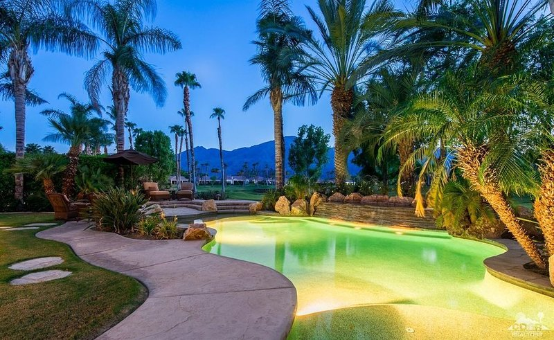 PGA West - outdoor oasis with lush pool/spa, waterfall and beautiful sunsets, casa vacanza a Mecca