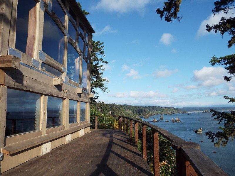 Gorgeous Trinidad Bay Harbor Ocean Views Epic Location, holiday rental in Trinidad