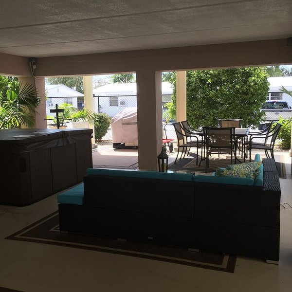 Views ~ Pool~Private Hot Tub~Dock~Heaven!!!, holiday rental in Marathon