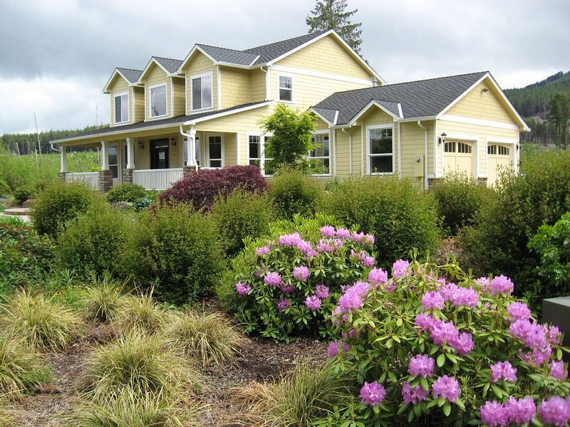 Retreat at Whiskey Creek: Perfect for Family Vacations & Small Groups, holiday rental in Tillamook