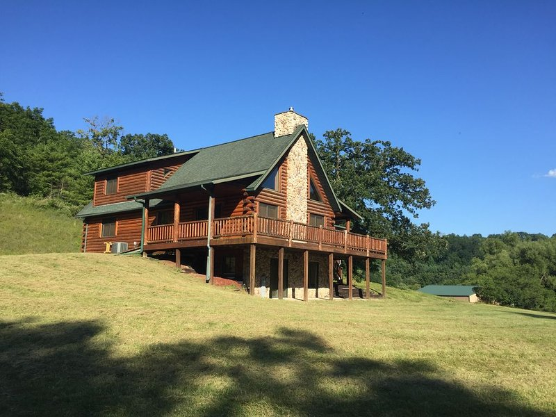 The Driftless Escape! Modern, large cabin/57 private acres in WI drift less area, holiday rental in Boscobel