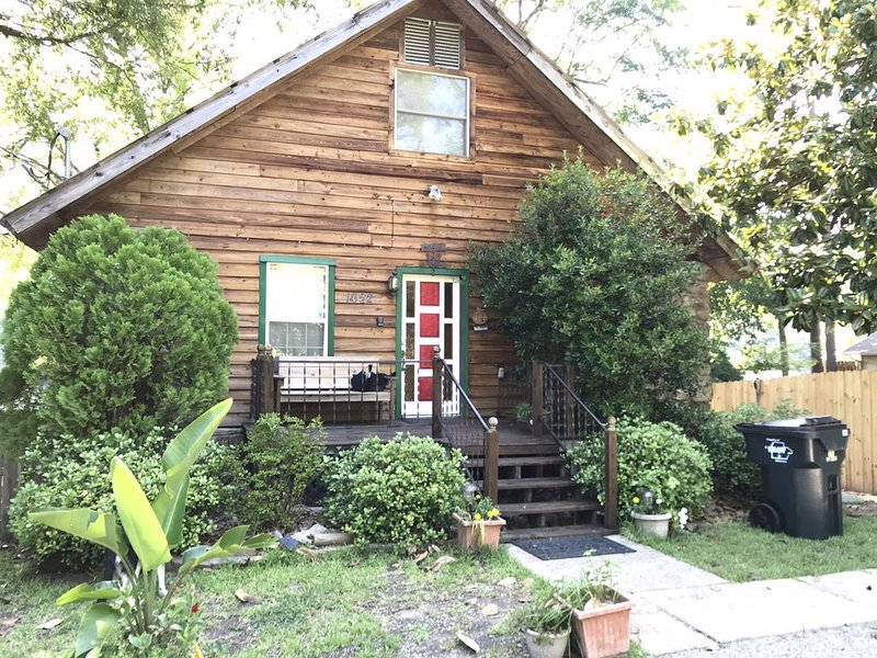 4 br/2 ba Lake House,  hot tub, 2 kayaks, and a canoe, vacation rental in Hot Springs