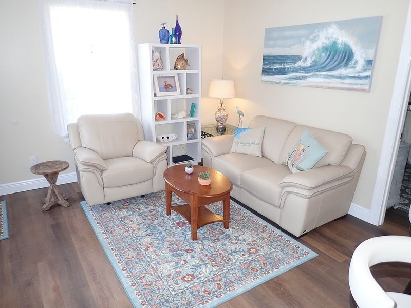 Gorgeous carriage house close to everything!, holiday rental in Pensacola