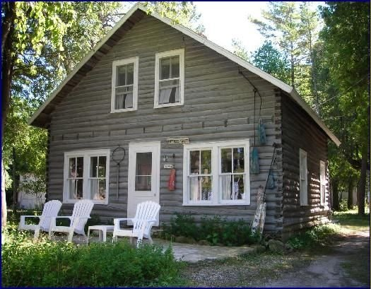 Waterfront 2-Story Log Cottage,  Decks,Beach, Canoe & Firepit, location de vacances à Door County