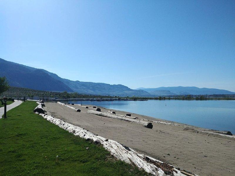 Unwind at The Osoyoos Lake House, on Canada's warmest lake. – semesterbostad i Oliver