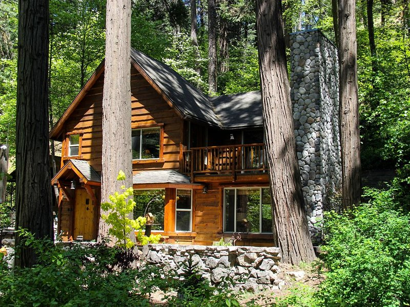 Burnt Mill Canyon Cottage, 'Just for 2', Gorgeous Romantic Immaculate Getaway, vacation rental in Lake Arrowhead