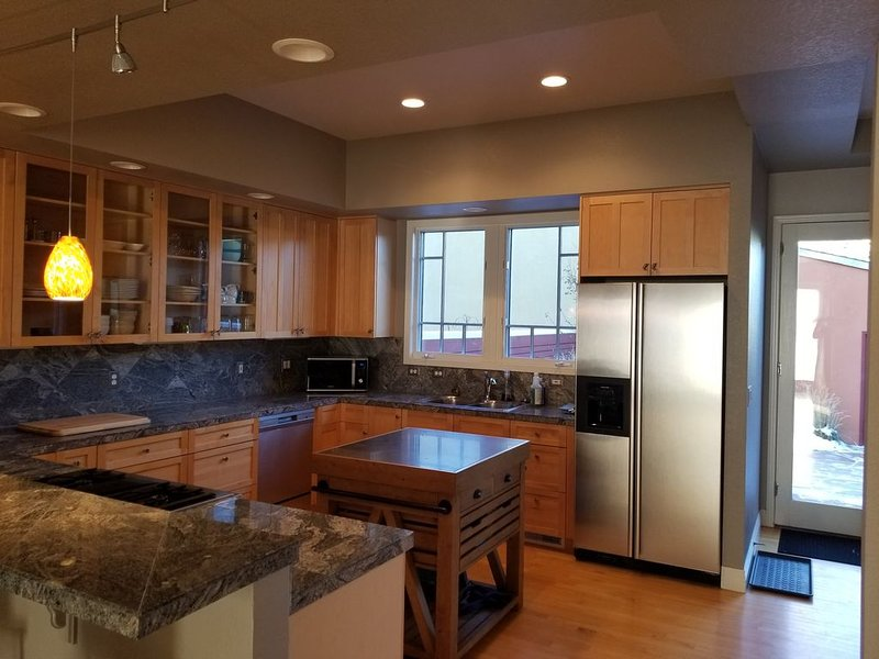 Townhouse near coffee shops/dining w/1 gig wifi, alquiler vacacional en Longmont