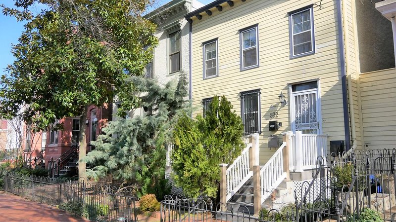 Newly Renovated Cap. Hill Historic Home – 3 Bdrm, 3 Full Bath – Great Location!, vacation rental in Washington DC