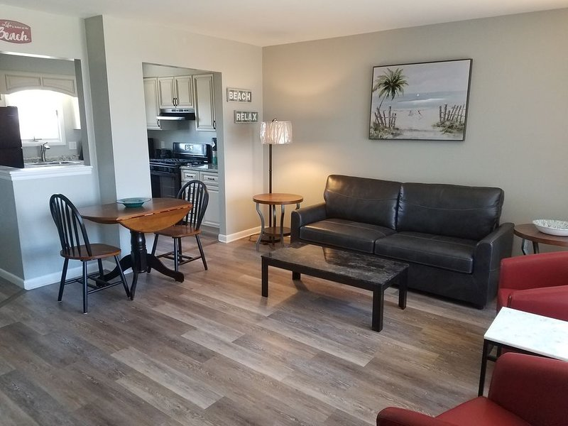 Newly Renovated, DOG FRIENDLY, Fenced Yard, Walk to stores and restaurants, holiday rental in Lower Township