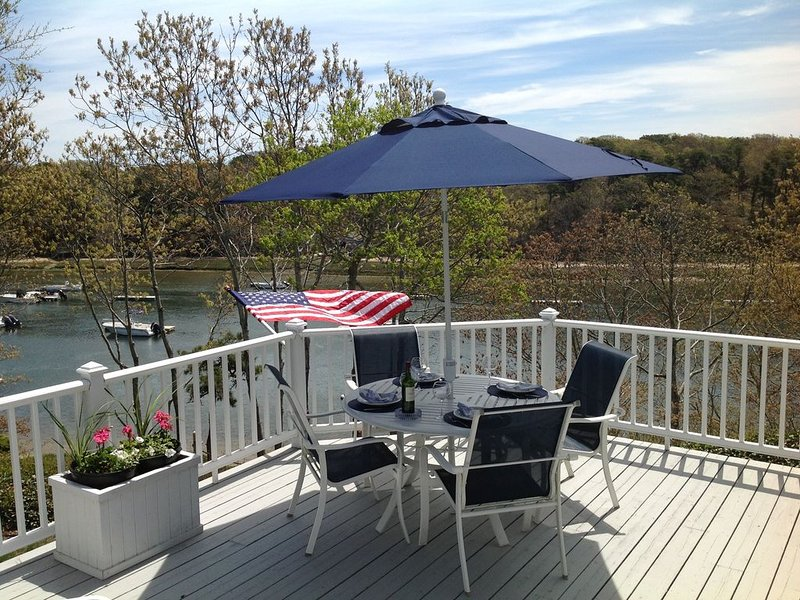 CHATHAM SALTWATER FRONT!!! Private Beach! Boating! Linens Provided!, location de vacances à West Chatham