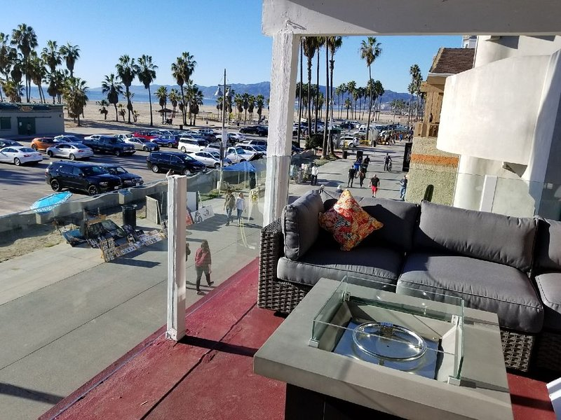 Yellow Stripe Penthouse ON Venice Beach Boardwalk, holiday rental in Santa Monica