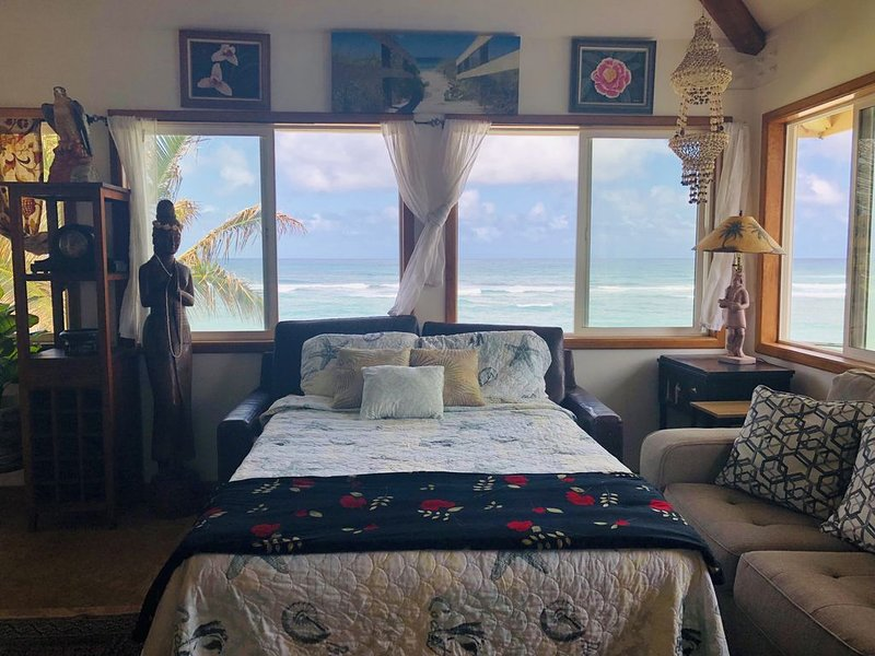OCEANFRONT, ELEVATED  HOUSE SINGLE BEDROOM, holiday rental in Haleiwa