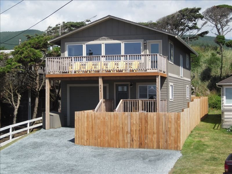 Spectacular Ocean Views  -  4 BR/2 BA Home, holiday rental in Rockaway Beach