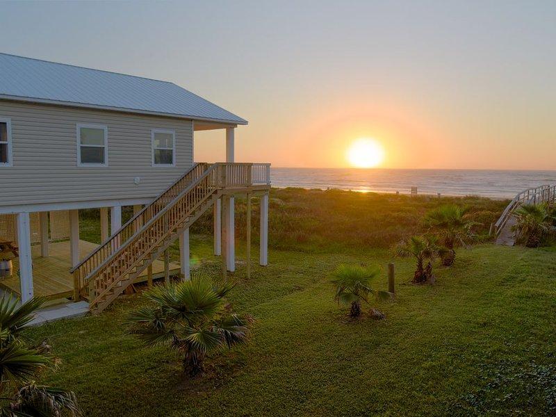 Genießen Sie den wunderschönen Blick auf den Sonnenaufgang und den Strand in der Tranquility Base.