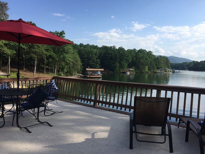 Fall into the Lake! Enjoy the fire pit and high speed internet, holiday rental in Huddleston
