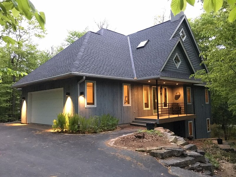 Luxury house ...3/4 mile to downtown Sister Bay, holiday rental in Gills Rock
