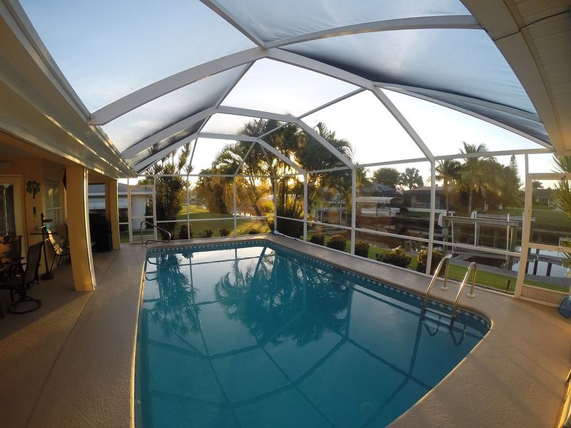 Spacious Comfy Heated-Pool Home/Gulf Access/Southern Exp/4 bdrms/Wifi/Lifts, alquiler de vacaciones en Cape Coral
